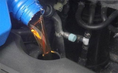 汽油机油都可以往汽车里加吗